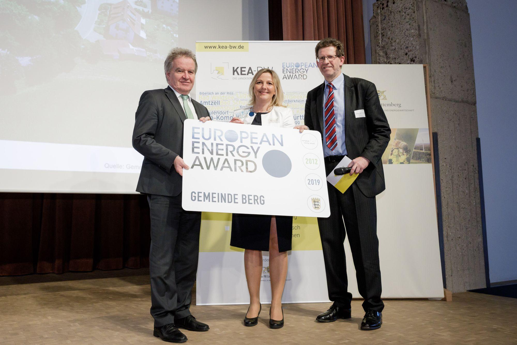 Von links nach rechts: Umweltminister Franz Untersteller, Bürgermeisterin Manuela Hugger und Dr. Volker Kienzlen